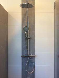 Gratis regendouche bij aankoop van een complete badkamer ...